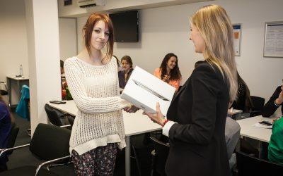 Študenti z Gymnázia Pankúchová a z Detského domova Studienka si vyskúšali deň v AXA