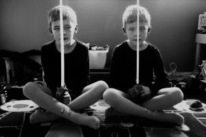 03 Twins - foto Kata Sedlák, séria Identické dvojčatá