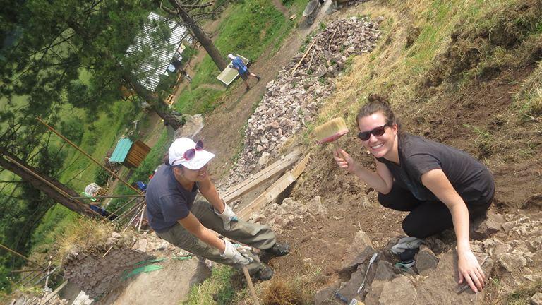AktualityIní v lete zlenivejú, my chodíme pomáhať na slovenské a zahraničné dobrovoľnícke tábory