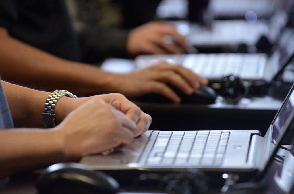PonukyČlovek v ohrození hľadá online špecialistku/špecialistu