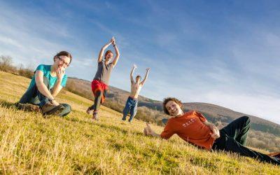Študenti Sokratovho inštitútu pomáhajú deťom, seniorom i životnému prostrediu